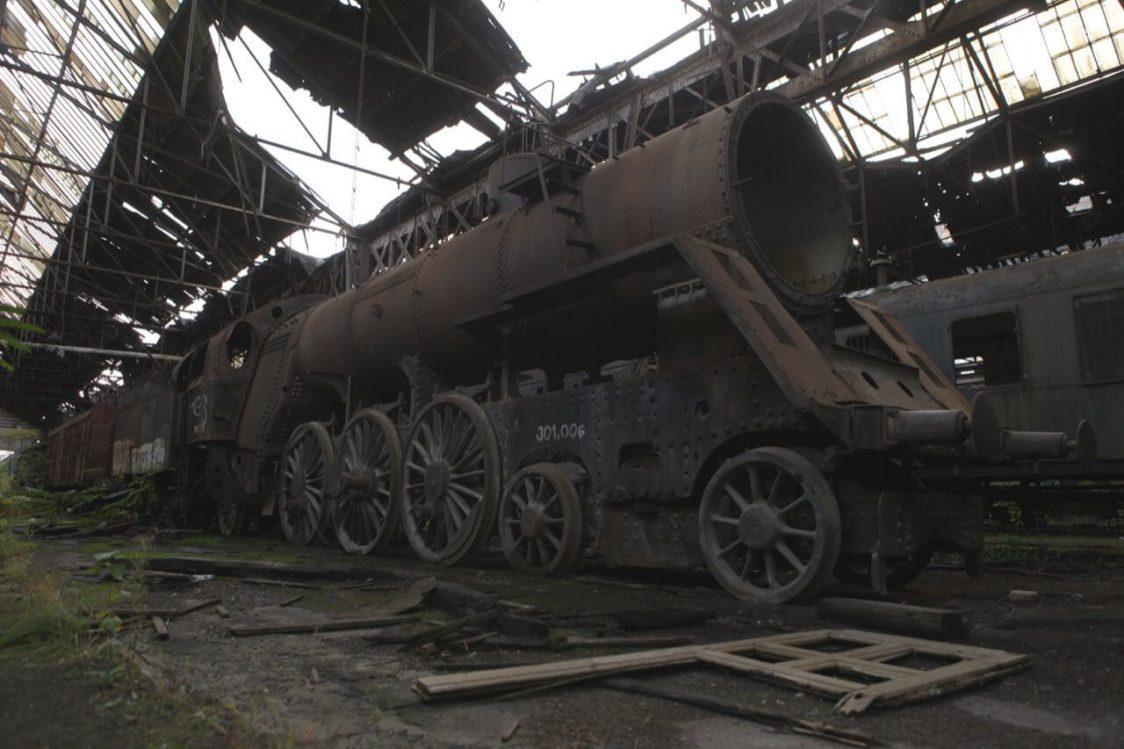 Istvántelek (Újpest), a MÁV romos főműhelye és az enyésző 301 -es mozdony /Fotó: varosban.blog.hu/